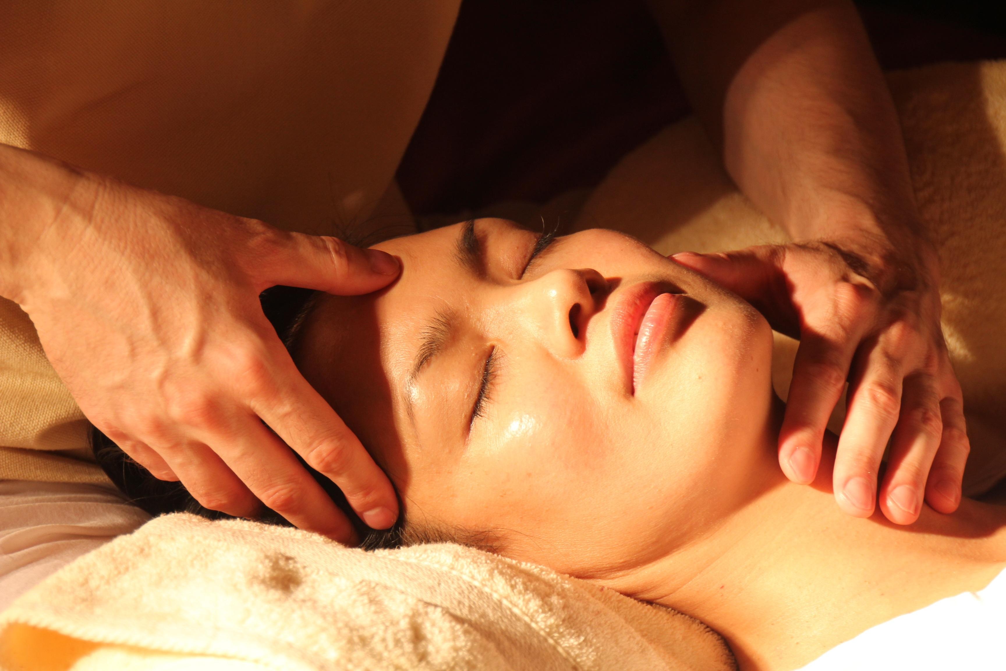 Abbildung: Wipha Thai Massage Studio. Massagen. Kopf-/Rücken-/Nacken-Massage.